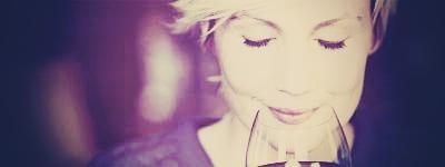 ruiken aan een wijnglas