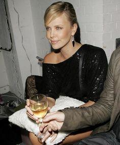 Charlize Theron witte wijn www.vinopio.be